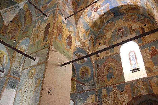 Ферапонтов монастырь сильно пострадал от польско-литовских нападений еще в XVII веке, так и не смог оправиться