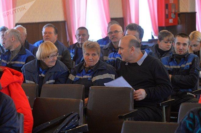 В актовом зале присутствуют сотрудники предприятия