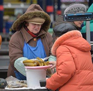 Торговля на Комаровском рынке, архивное фото