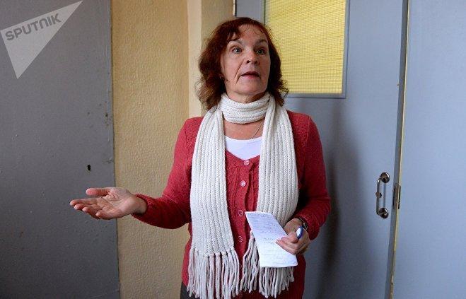 Людмила Золотова заметила, что во время ремонта ручки установили далеко не на все двери, а потом поменяли на более дешевые