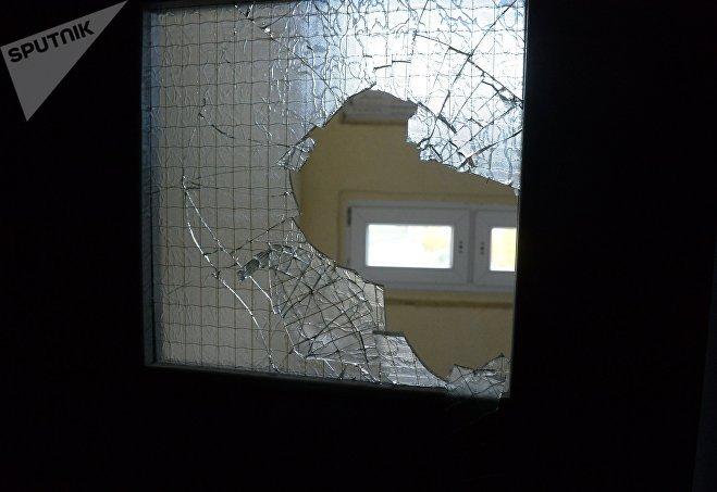 Новые двери в подъезде тепла не добавили