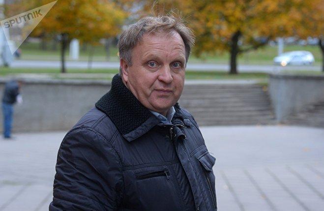 Владимир Головач, председатель КОТОС №97, уверен: такой капремонт – не просто халтура, а случай вопиющей бесхозяйственности