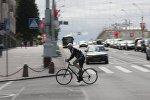 Велосипедист на проезжей части