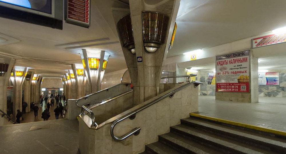 Настанции метро «Октябрьская» человек упал под поезд