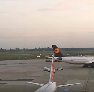 Самолет авиакомпании Air Berlin едва избежал столкновения с зданием аэропорта Дюссельдорфа
