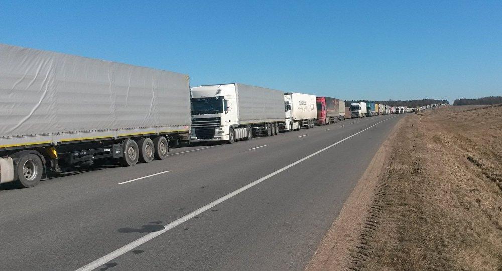 Больше тысячи фургонов собралось навыезд из Белоруссии