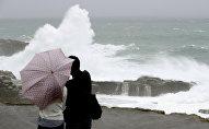 Тайфун Лан обрушился на Японию