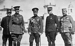 Ставка Верховного главнокомандующего: российский император Николай II (третий справа) 8 сентября 1916 в Могилеве