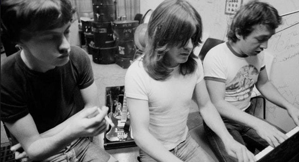 Скончался один изсоздателей AC/DC Джордж Янг