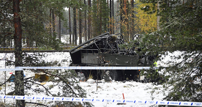 В Финляндии в городе Раасепори (Raasepori) на железнодорожном переезде столкнулся военный грузовик SA-150 с пассажирским поездом