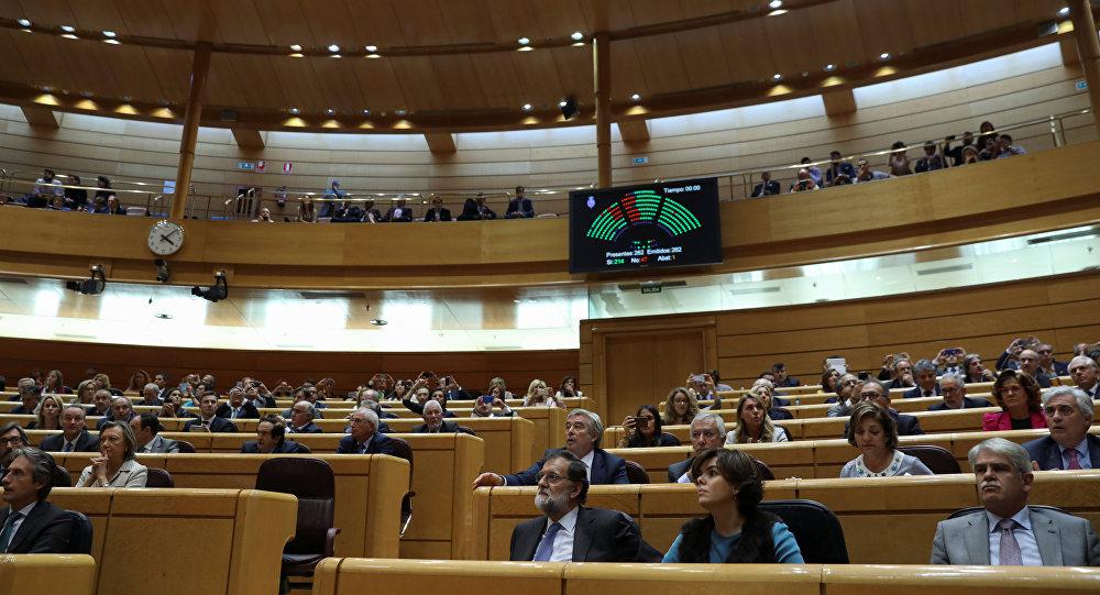 Подсчет в Сенате Испании результатов голосования одобряющих чрезвычайные меры по контролю над Каталонией