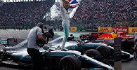 Четырехкратный чемпион Формулы-1 Льюис Хэмилтон