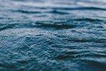 Поверхность воды, архивное фото