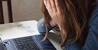 Ребенок у компьютера, архивное фото
