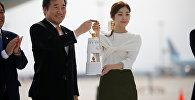 Олимпийский огонь доставили в Южную Корею