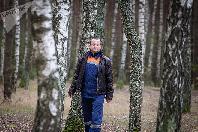 Николай Киевец присматривает сейчас за этим лесным участком