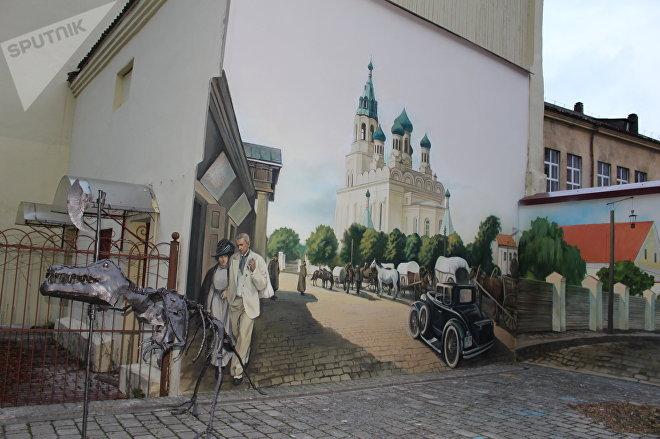 На левой стене изображена Фара Витовта - храм был снесен в 1961 году