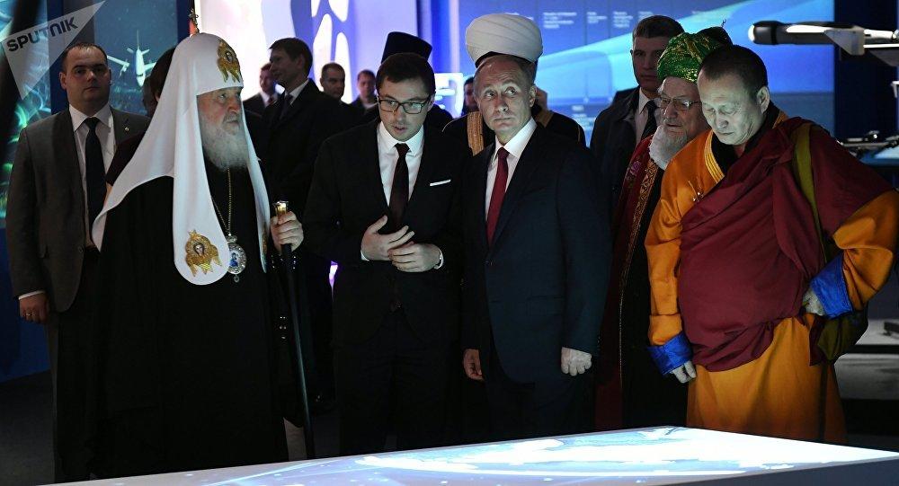 Путин выбрал качества человека будущего навыставке вМанеже
