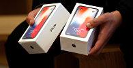 iPhone X в коробках, архивное фото