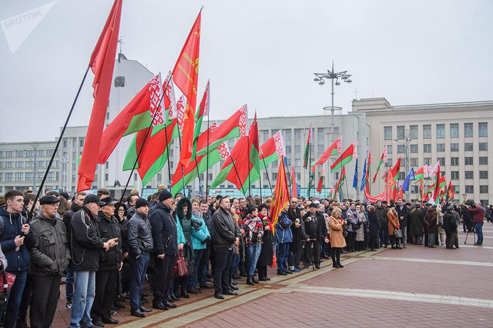 А. Лукашенко поздравил белорусов состолетним юбилеем Октябрьской революции