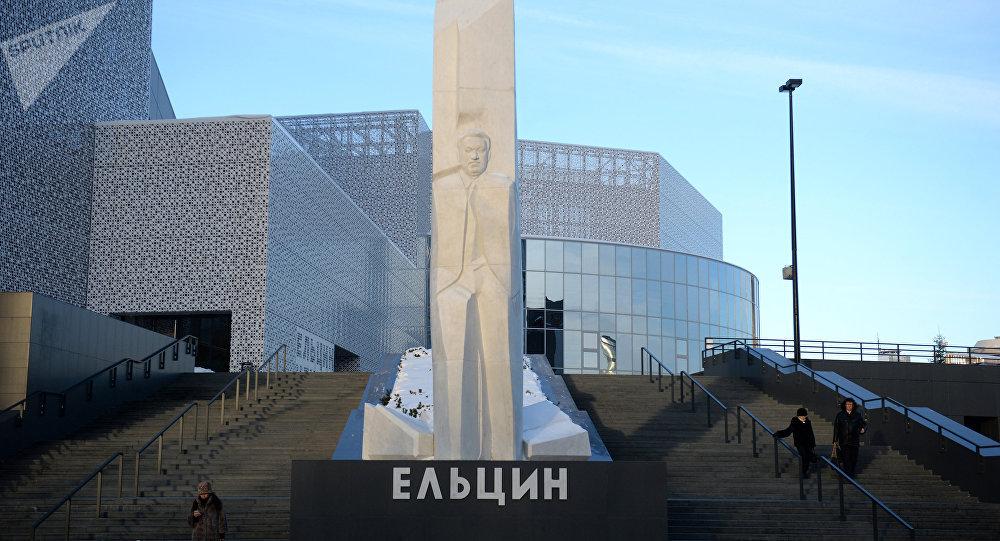 Поджигателя монумента Ельцину вЕкатеринбурге депортируют из РФ