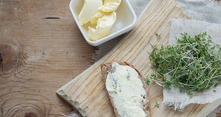 Масло на хлебе