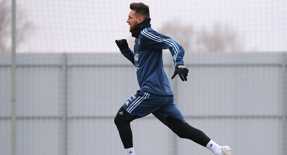Месси принял аргентинского футболиста «Зенита» заодного изфанатов
