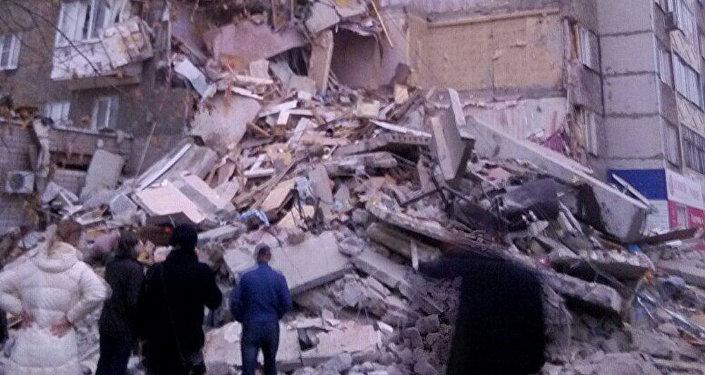Число погибших  обрушения части жилого дома вИжевске выросло до  3-х