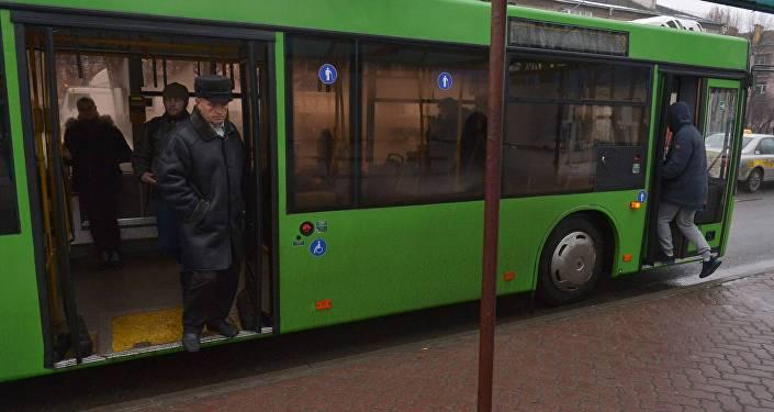 Городской автобус, архивное фото