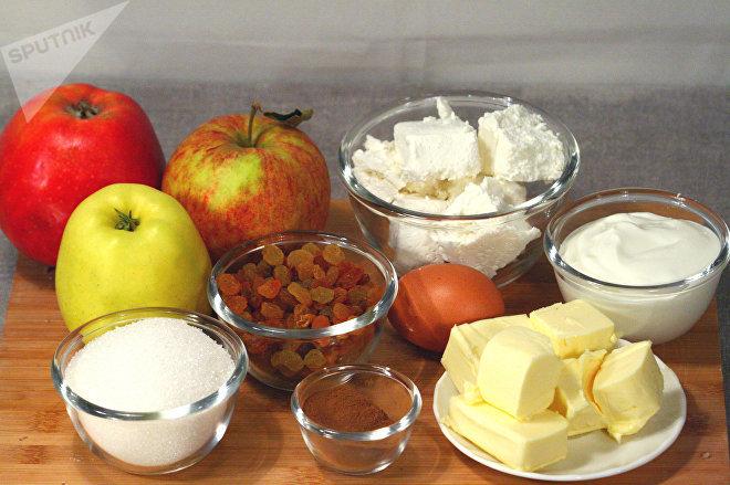 Яблоки с творогом и сухофруктами
