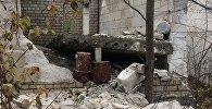 Рухнувшая плита перекрытия, из-под которой извлекли пострадавших мальчиков