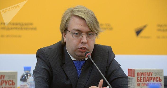 Писатель, политолог Александр Носович
