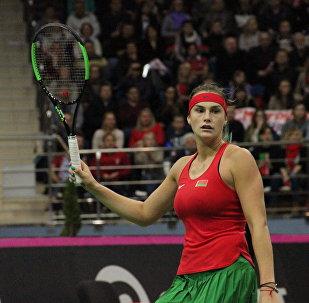 Белорусская теннисистка Арина Соболенко во время матча с Коко Вандевеге