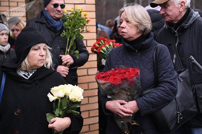 Люди пришли проститься с сатириком Михаилом Задорновым