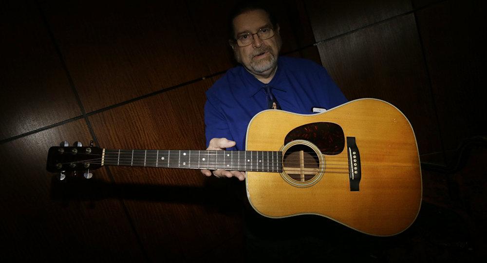 Гитару Боба Дилана продали нааукционе практически за400 тыс. долларов