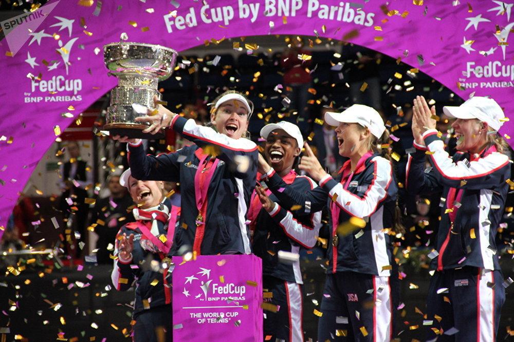 Сборная США во время церемонии награждения победителей Кубка Федерации