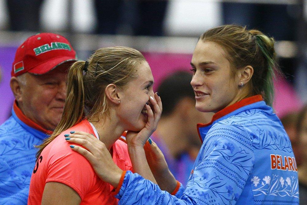 Александра Саснович с Ариной Соболенко после победы над Слоун Стивенс