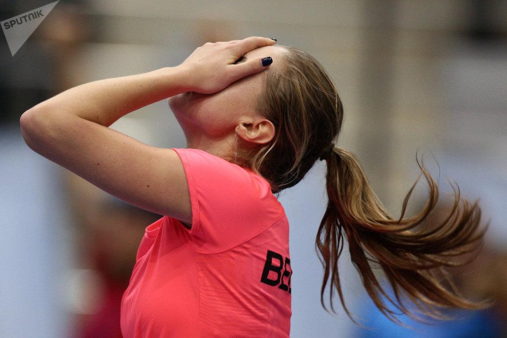 Александра Саснович радуется победе в одиночной встрече против Слоан Стивенс
