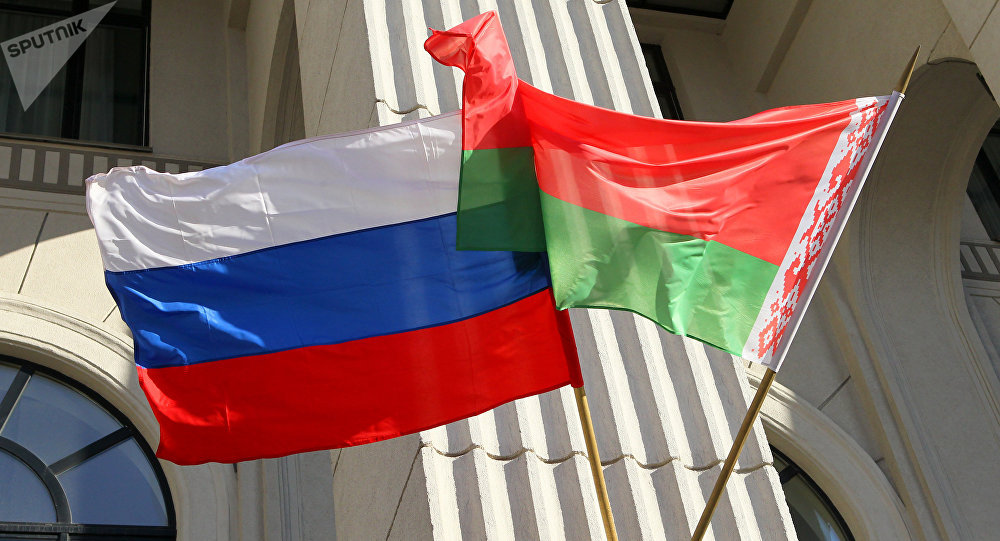 Дзяржаўныя сцягі Расіі і Беларусі