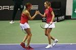 Белорусские теннисистки Арина Соболенко (слева) и Александра Саснович