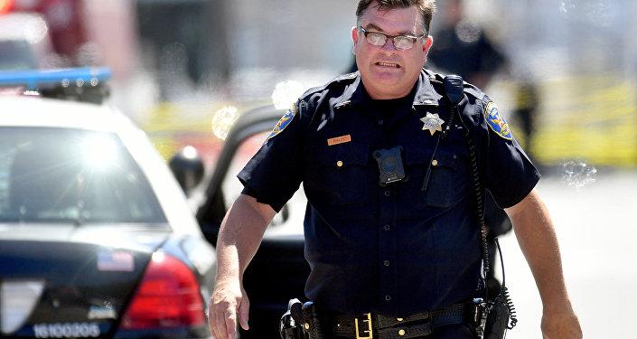 Калифорнийский полицейский, архивное фото