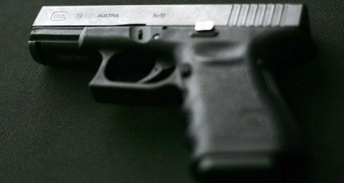 Пистолет Glock, архивное фото