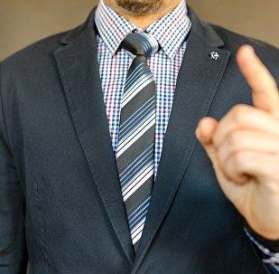 Мужчина в костюме, архивное фото