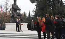 Президент РФ Владимир Путин на церемонии открытия памятника Александру III в Ялте