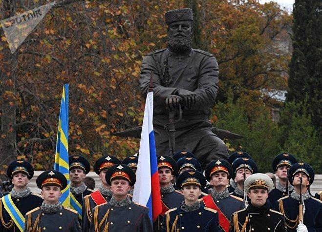 РПочетный караул на церемонии открытия памятника Александру III в Ялте