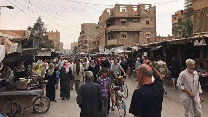 Жители Дейр-эз-Зора на одной из улиц города