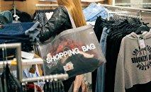 Покупки в магазинах, архивное фото