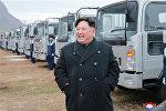 Лидер КНДР Ким Чен Ын в ходе посещения крупнейшего автомобильного предприятия страны «Сынри»