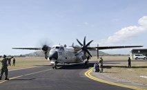 Транспортный американский самолет С-2, архивное фото