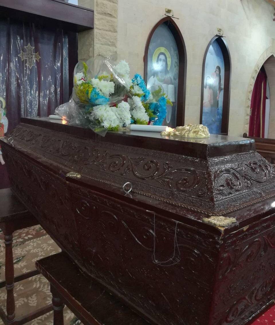 Гроб с телом Ольги в православном храме Хургады